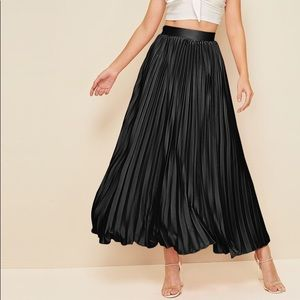 SheIn pleated black maxi skirt